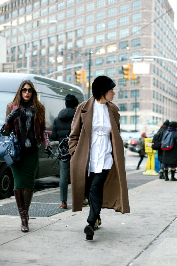 long brown coat new york street style womens winter fashion the stylepreneur