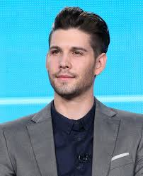 What is the height of Casey Deidrick?