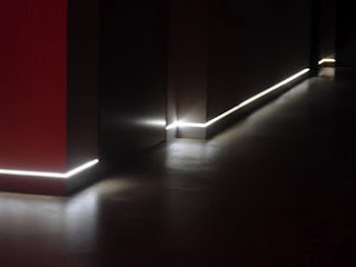 escalera interior iluminada