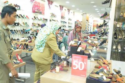 Berbelanja di Mall Saat Jam Kerja, Belasan PNS Dijaring