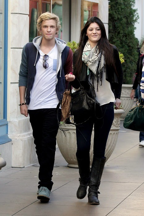 Cody Simpson with her Girlfriend Images