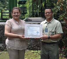 Eugenia Solano (General Manager, Rainforest Aerial Tram Costa Rica Atlantic) and Luis Castillo Diego (Operations Manager) holding the Carbon Neutral Certification.