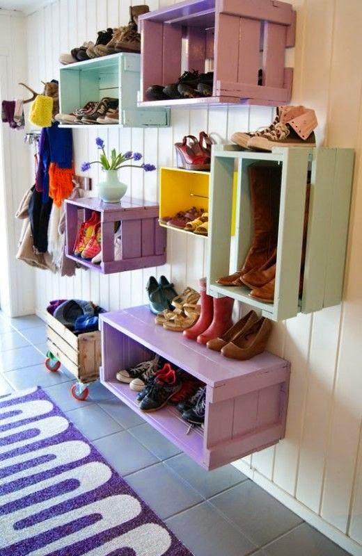 cajas de frutas de colores para organizar recibidor