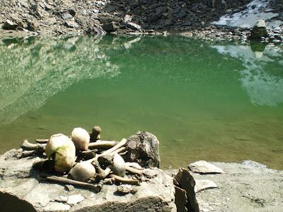 Roopkund, Misteri Danau Tengkorak Di Himalaya [ www.BlogApaAja.com ]