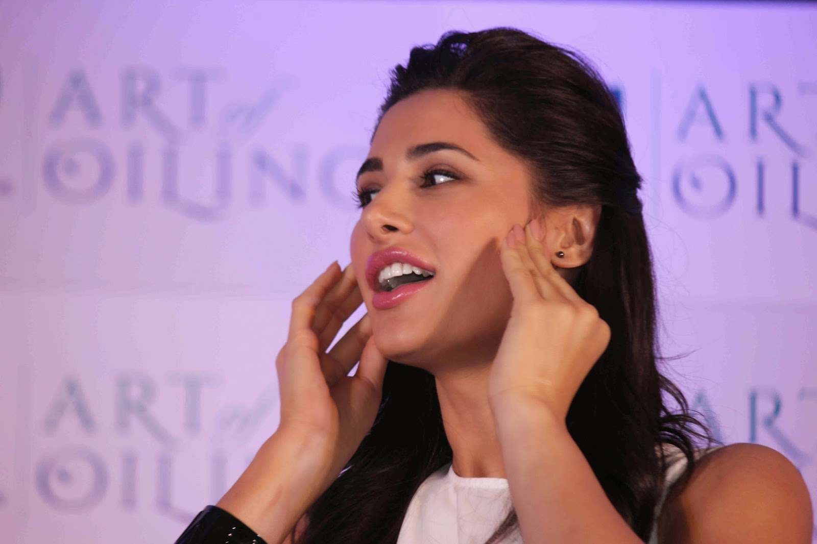 Nargis Fakhri Launch Parachute Signature Line Art Of Oiling