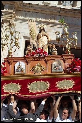Y saliste Triunfal ...Cristo Resucitado, tus pies ....tus hijos costaleros