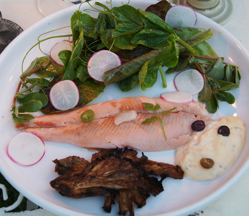 how to eat a whole smoked trout