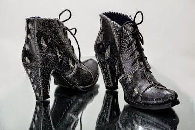 sepatu kulit ikan