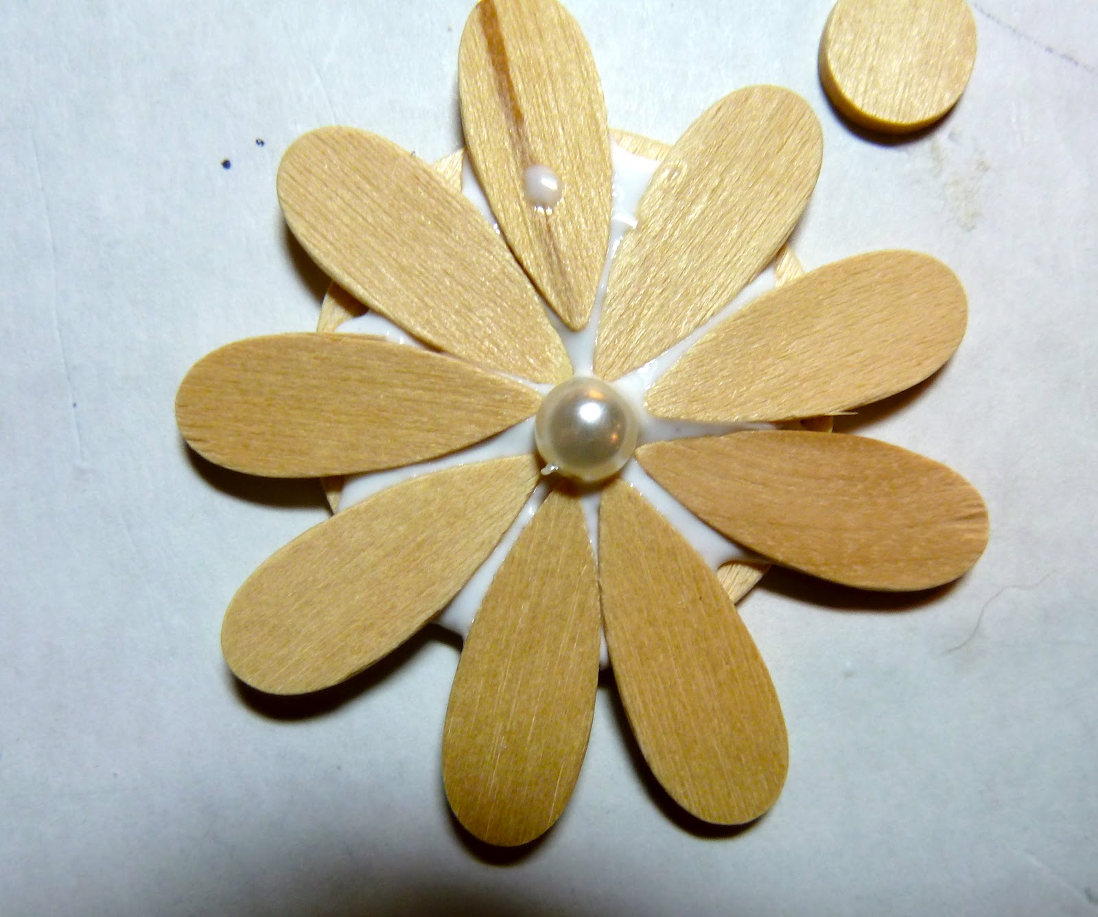 Make it easy crafts: Recycled CD Mosaic Flower Brooch