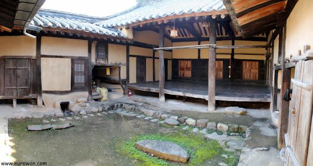 Patio del hanok Haeudang de Museom