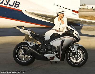 motos-mujeres-pisteras-honda-wallpaper-superbike-fotos-Jialing