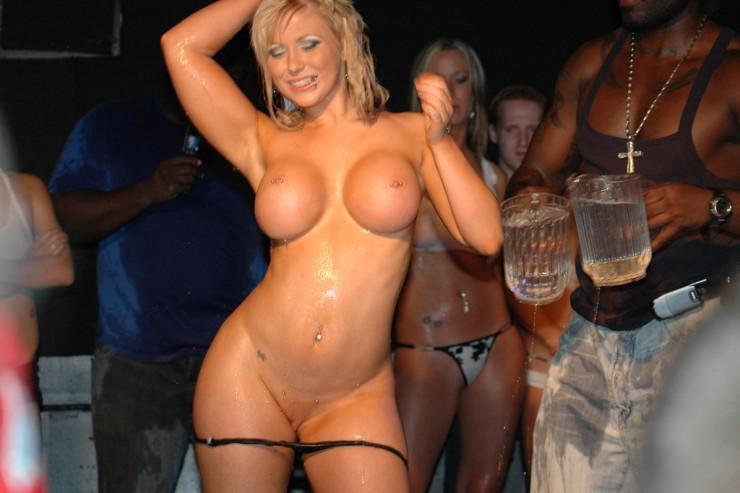 nudes girls bikini wet