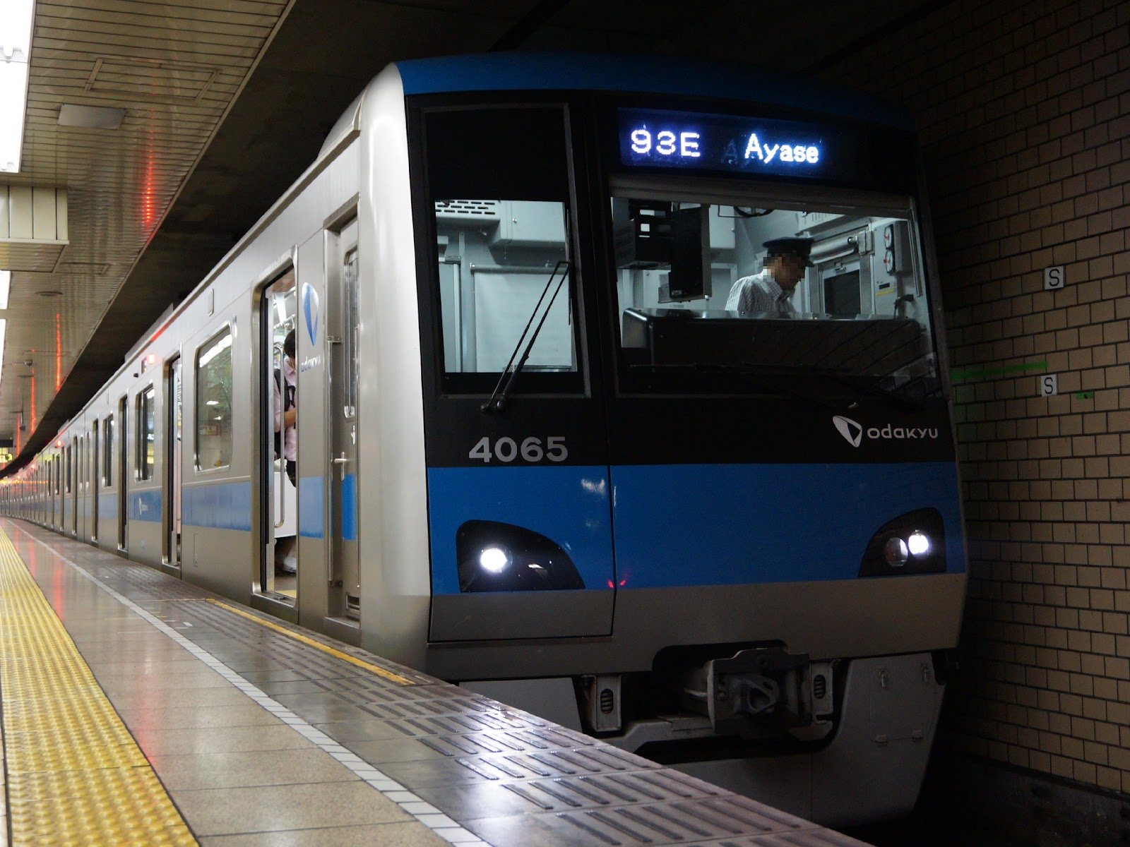 千代田線に乗り入れる小田急4000形