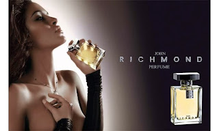 Leila Ben Khalifa, seins nus et sexy pour la marque John Richmond