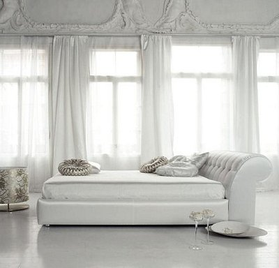 Roman style bedroom decor
