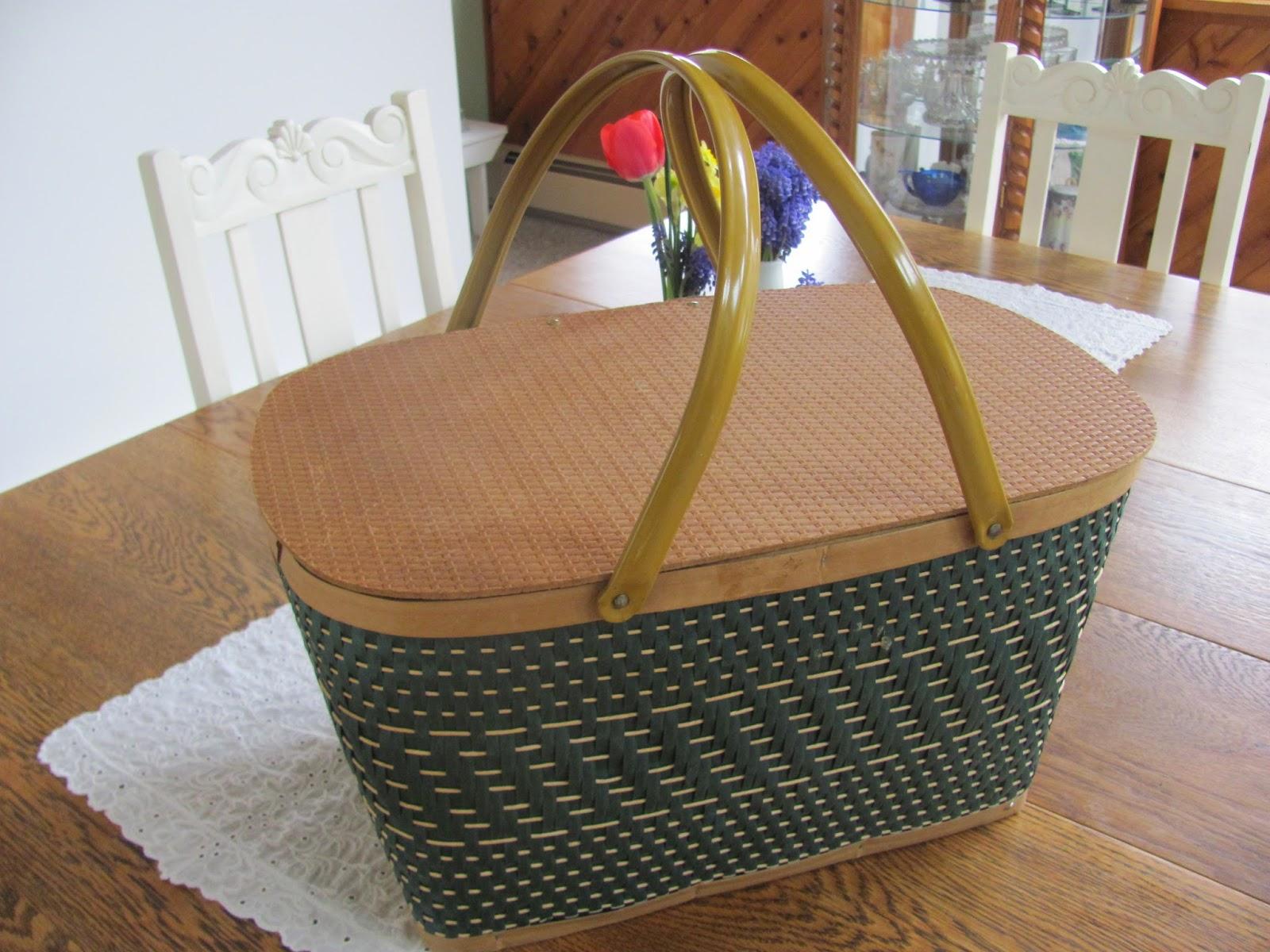 Picnic Basket Spotlight : My shabby chateau vintage picnic basket makeover
