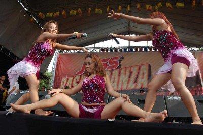 FOTO HOT TRIO MACAN DAN TRIO ZABLAY