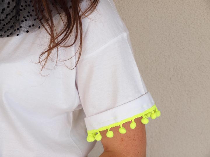 diy customiser un tshirt blanc avec tulle et plumetis