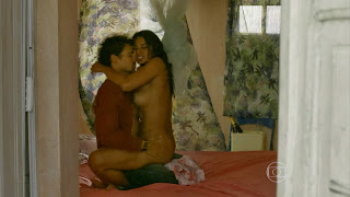 0007215550749 32 di35 Dira Paes em cenas de sexo em Amores Roubados