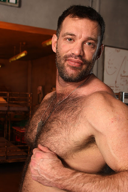 a porn addicted bear: hairy bodybuilder aaron cage gets nude and jacks off ...