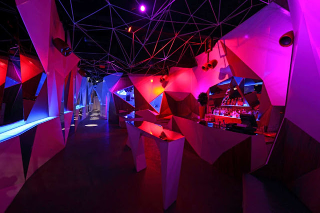04-11-11-CLUB por Uras-X-Dilekci-Architects