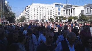 http://freshsnews.blogspot.com/2015/11/12molotof-kai-petropolemos-sto-syntagma.html