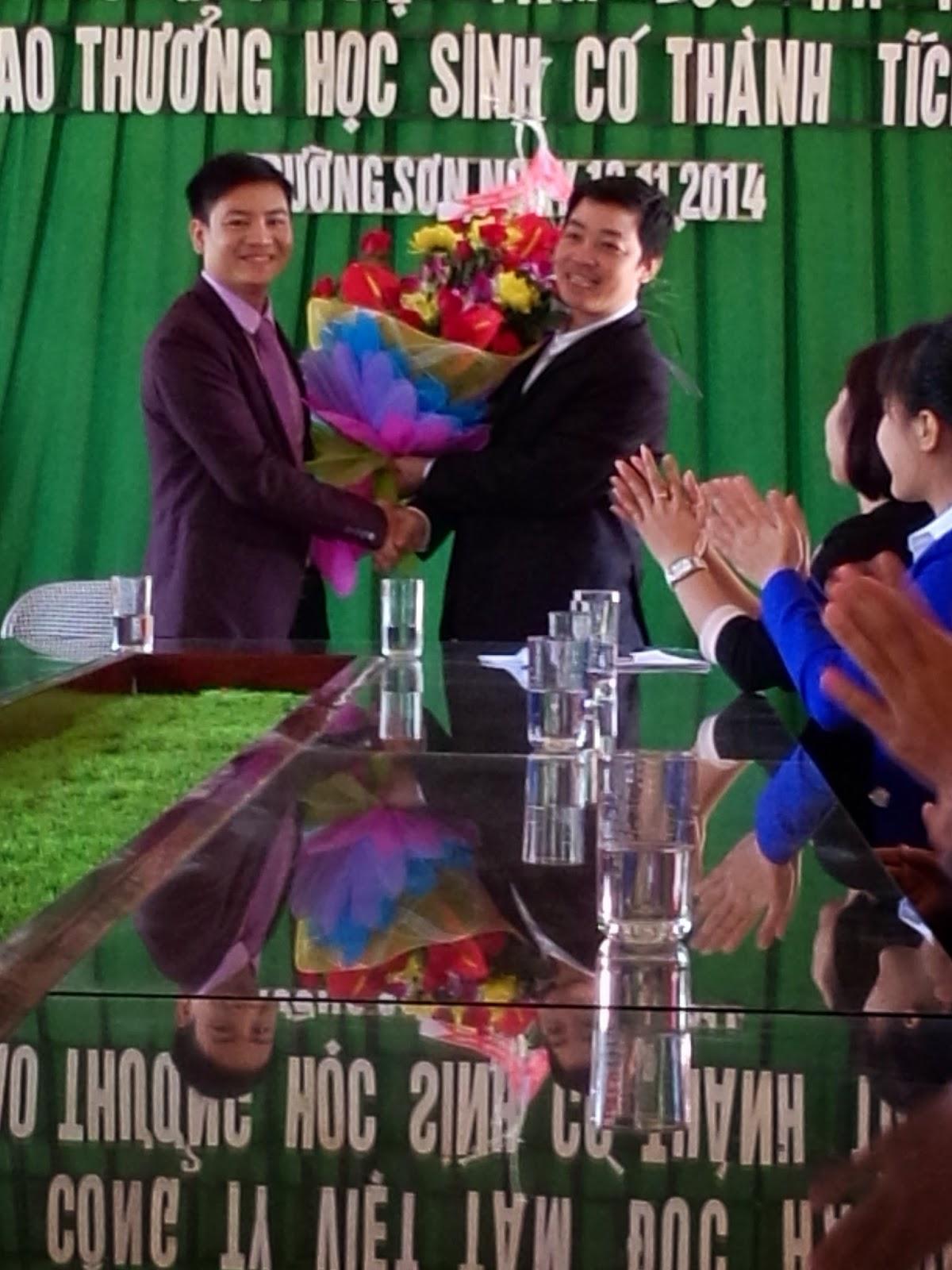 Tham dự buổi lễ kỷ niệm ngày nhà giáo Việt Nam