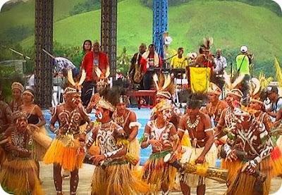 Arief Yahya Buka Festival Danau Sentani VII 2015
