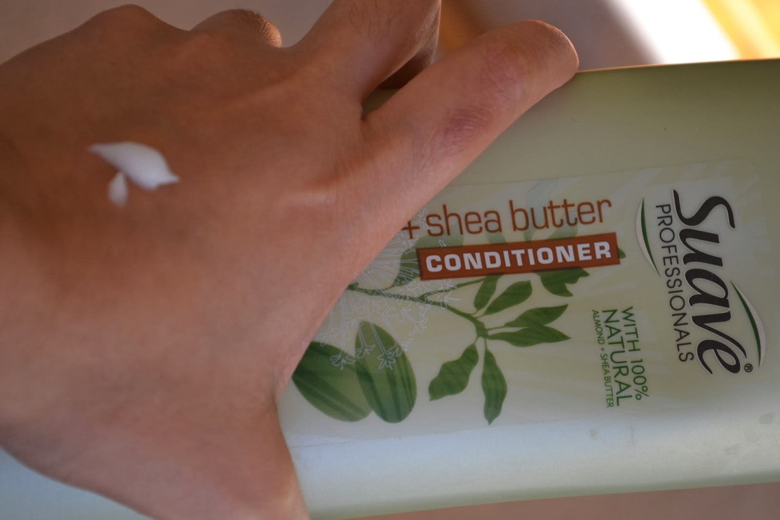 Suave Professionals Almond + Shea Butter Conditioner