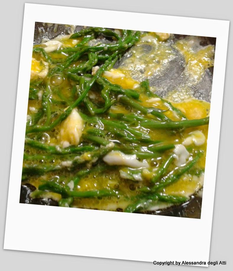 preparazione asparagine selvatiche con uovo