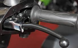 FITUR TERBAIK MOTOR MATIK TVS DAZZ  parking brake lock