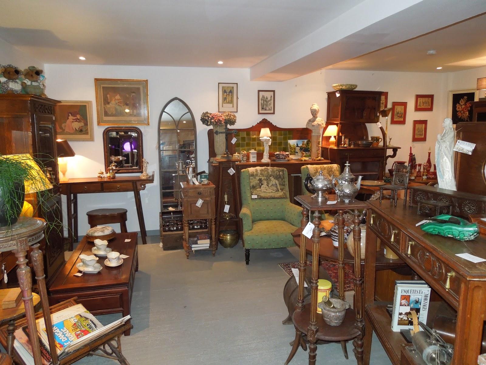 d p t vente honfleur le grenier de honfleur la valse des tr sors des d posants. Black Bedroom Furniture Sets. Home Design Ideas