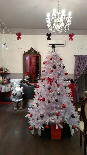 Le père Noël est aussi présent au Studio 54, avec notre arbre de Noël et les pochettes cadeaux.