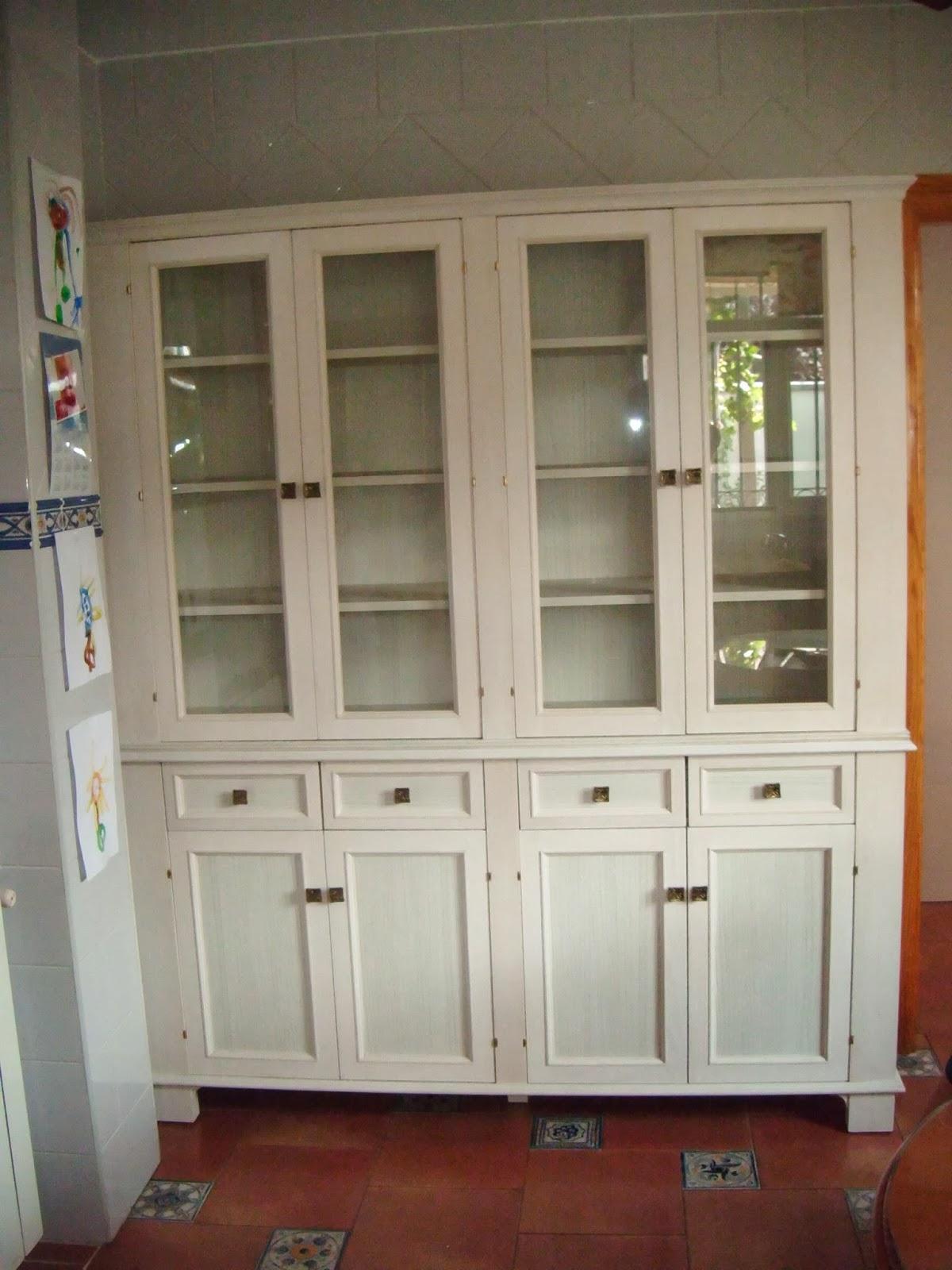beautiful mueble para una cocina clsica muy luminosa los clientes queran darle un toque distinto a este rincn sustitumos un aparador provenzal de dos - Aparadores De Cocina