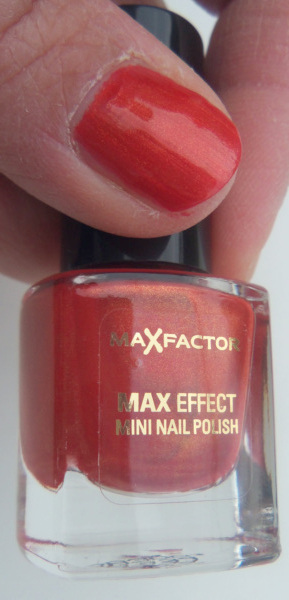 Max Colour Effect Mini Nail Polish in Deep Coral swatch