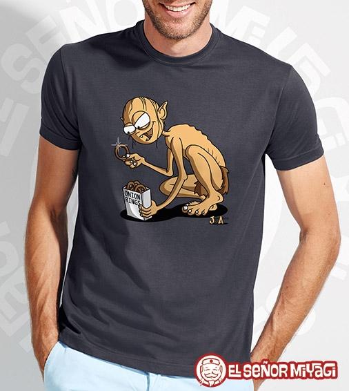 http://www.miyagi.es/camisetas-jandro-y-acevedo/Camiseta-Jandro-y-Acevedo-Gollum-gris