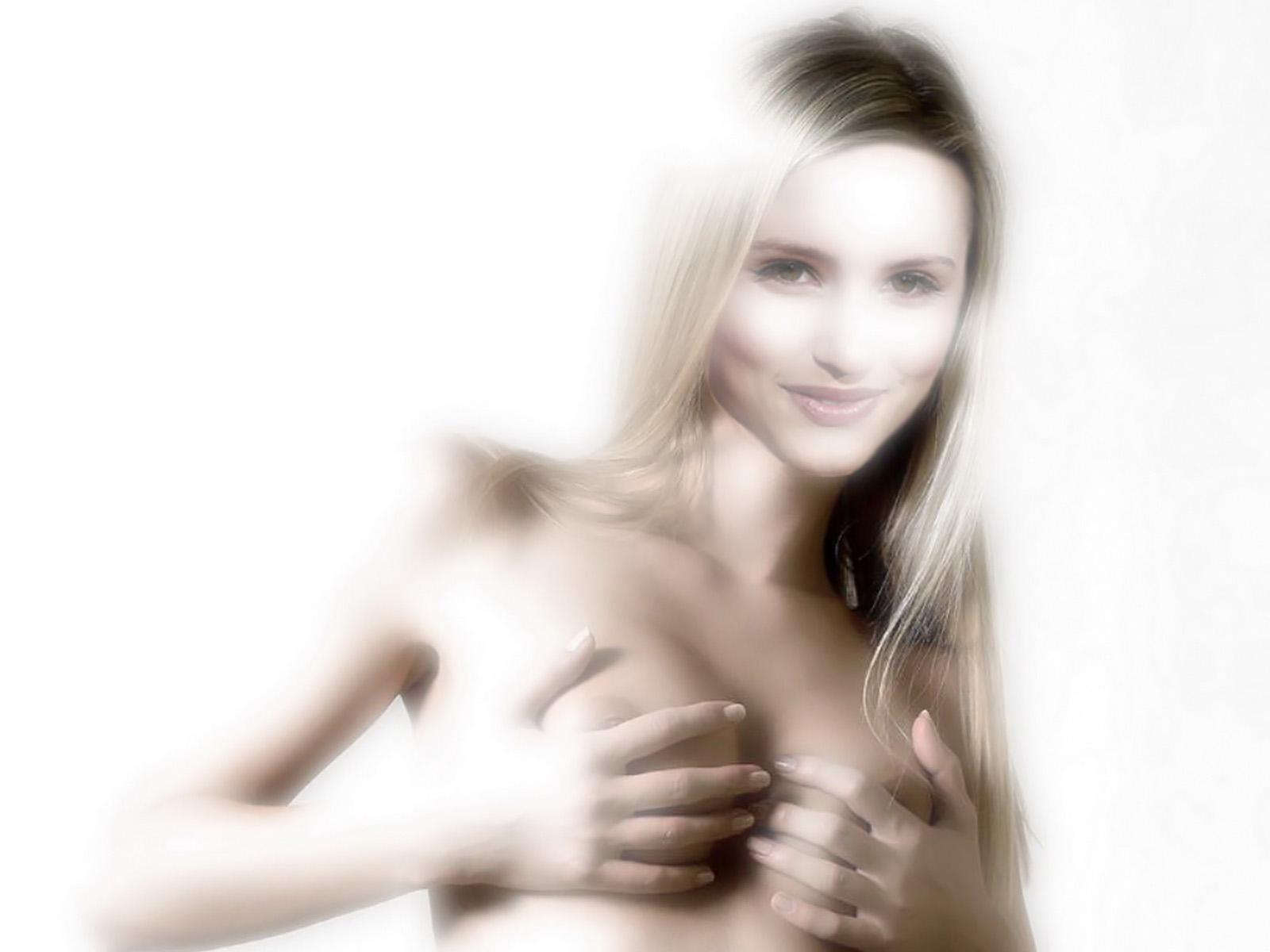 http://3.bp.blogspot.com/-NrNG7Yfu57Q/Tsia7cEdAhI/AAAAAAAACy0/W3N2naXZ3s0/s1600/Dianna+Agron+sexu+nude+photossesion+hot+naked+photo+shoot+1.jpg