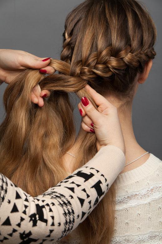 Как сделать косичку одну за волосами 315