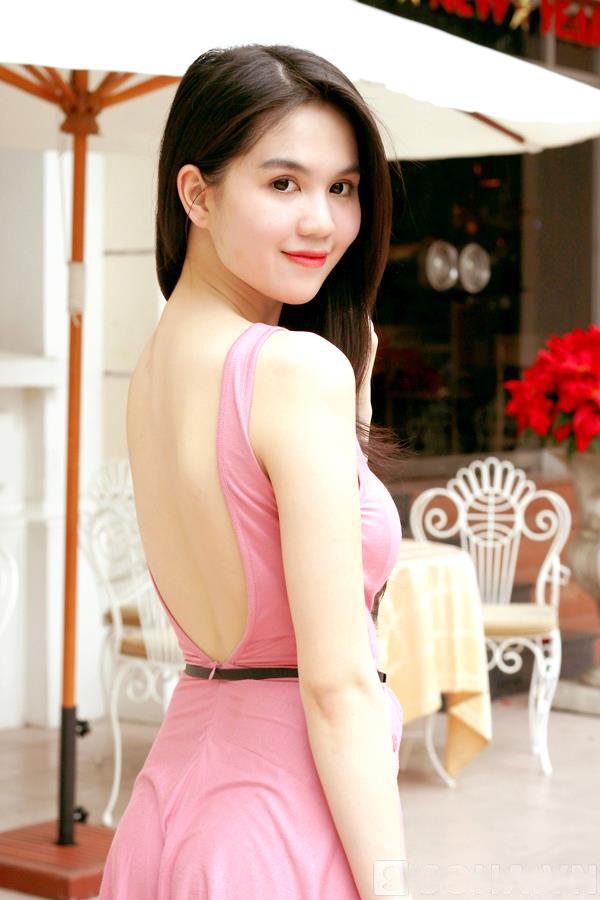 ảnh đẹp Ngọc trinh với đầm hồng vô cùng sexy 3