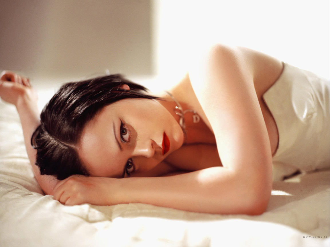 http://3.bp.blogspot.com/-NrphopcWMRQ/TmcDJNepKaI/AAAAAAAAAFw/GPWsylW3DvA/s1600/Christina%2BRicci.jpg