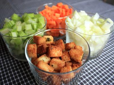 Oppskrift Hjemmelaget Gazpacho Tapas Spansk Grønnsakssuppe Kald Suppe Rawfood Vegetartapas