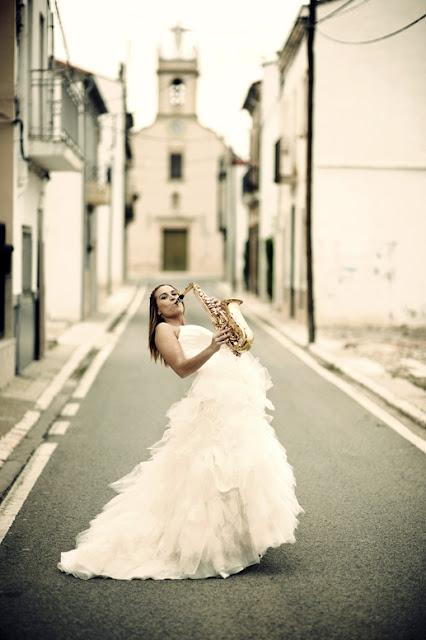 Свадебное фото: играя на нотах женского счастья