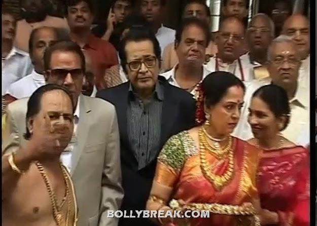 Dharmendra and Hema Malini @ esha deols wedding - (4) -  Esha Deol & Bharat Takhtani Wedding Pics