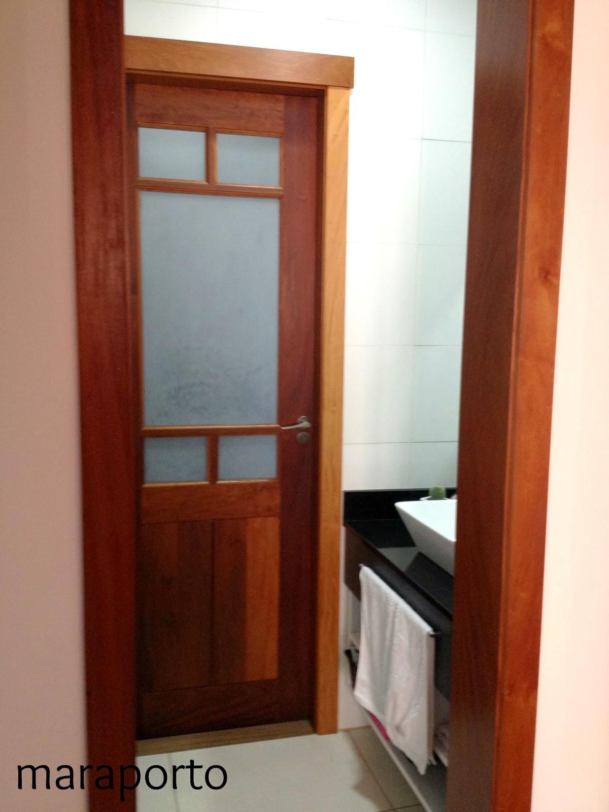 do banheiro escolhi um porta com vidro fosco pra passar luminosidade #3A140B 1200x1600 Azulejo Fosco Banheiro