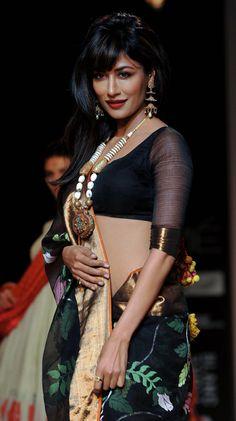 Chitrangada Singh navel