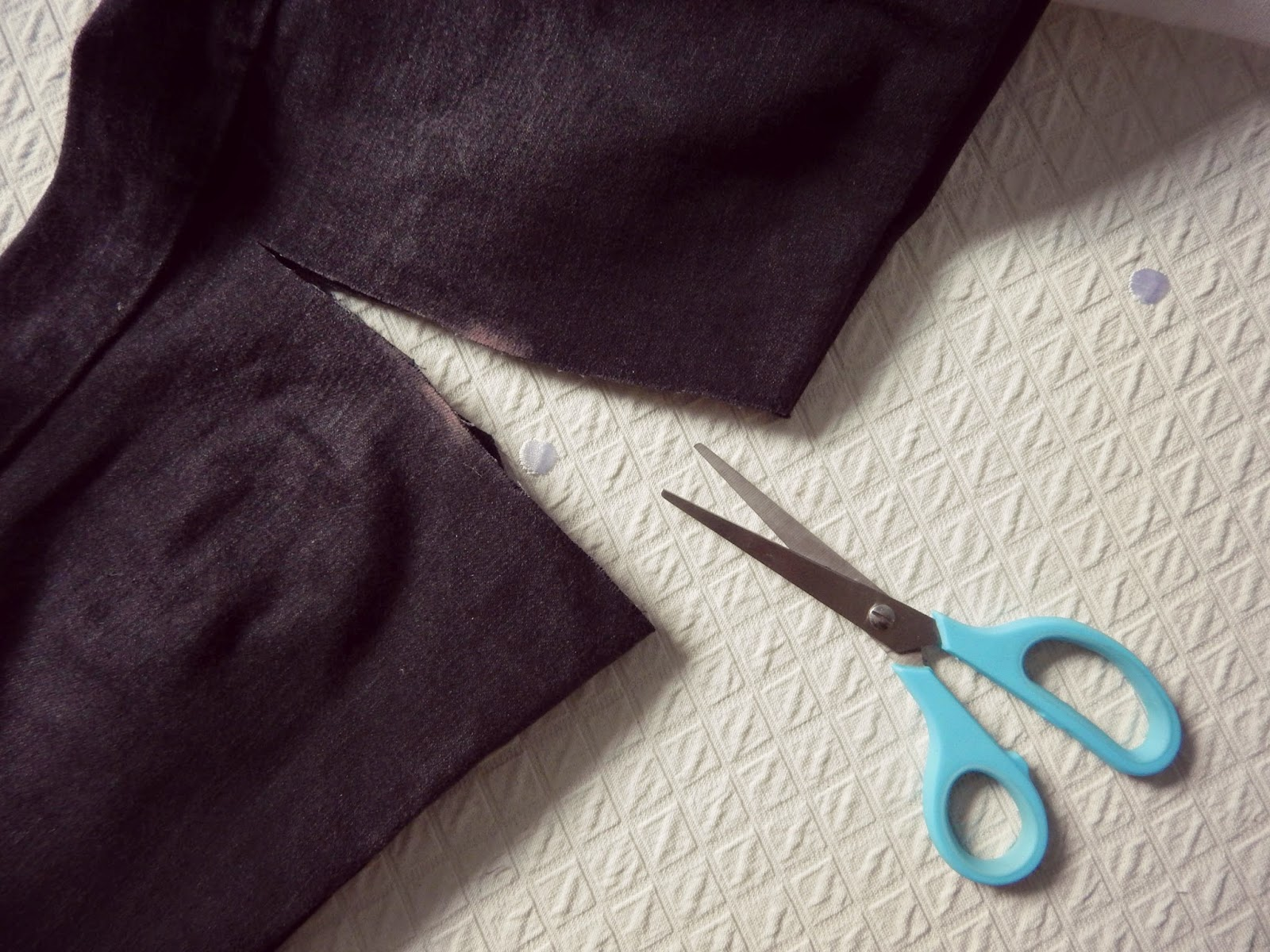 Cut Out Knee Jeans Tutorial