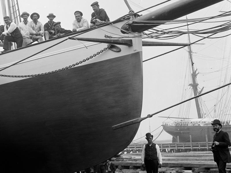 Puritan, sloop de 1885 May-flower-martingale