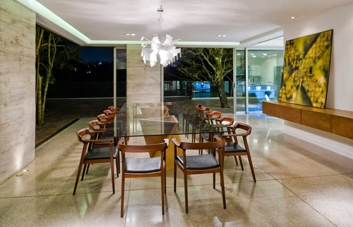 Dining table in Modern dream home by Paz Arquitectura