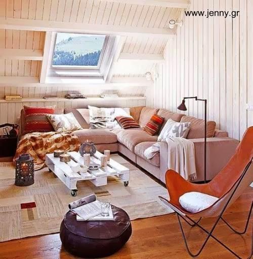 Sala de estar en un ático de madera