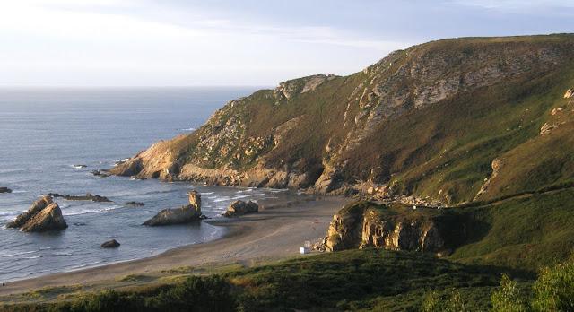 Playa nudista Requexinos (Bayas, Asturias)